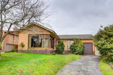 Short Terms stay, 1 - 6 months - Black Hill - House