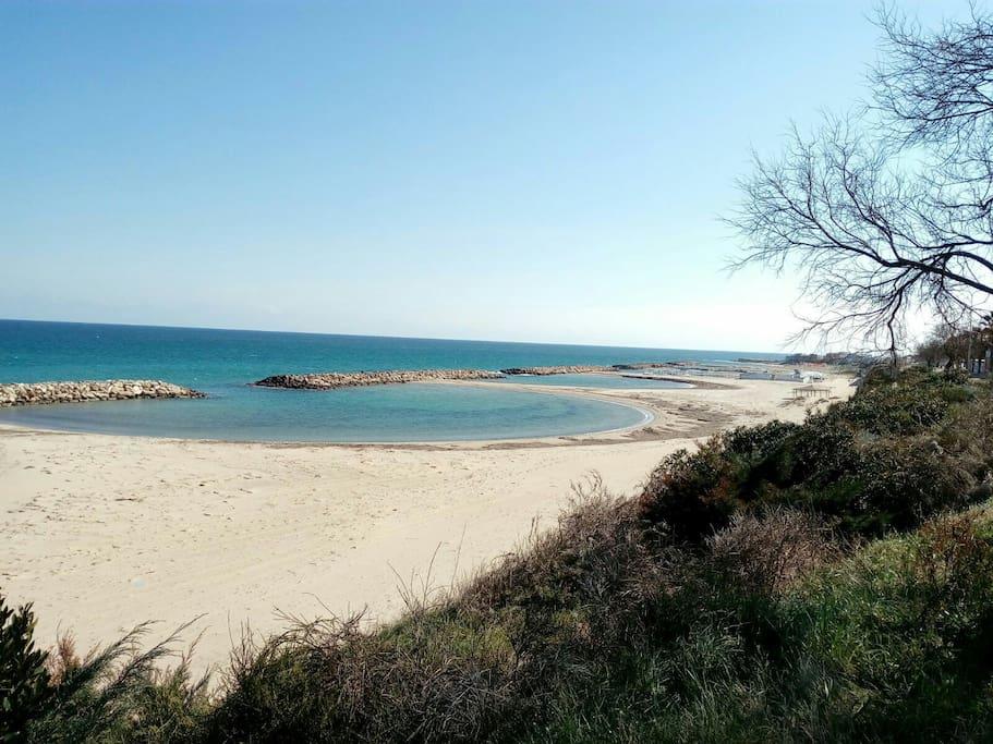 Casa singola a 20 metri dalla spiaggia in salento h user for Piani casa sulla spiaggia con portici