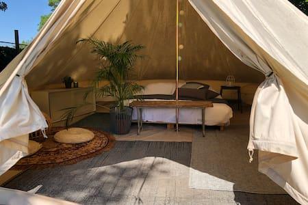 Sahara tent met zwembad en hottub eigen sanitair