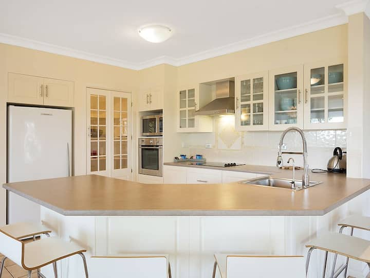 GARETH HOUSE-7B/R holiday home for up to 16 guests