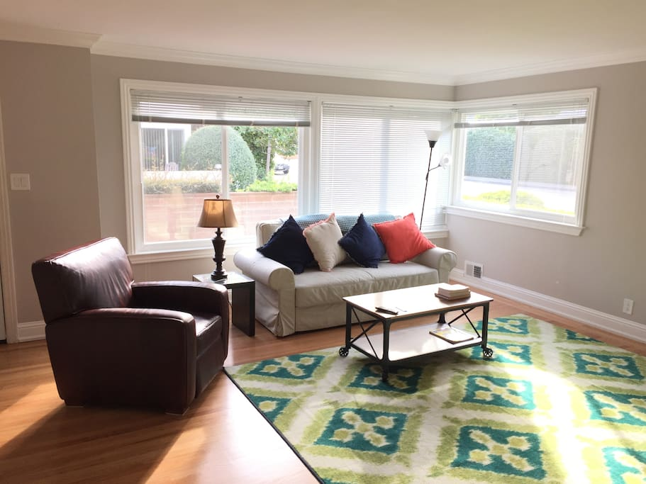 Gorgeous, remodeled 2BR with oak floors and lots of light