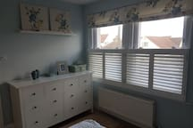 Lovely double room in a warm friendly family home.