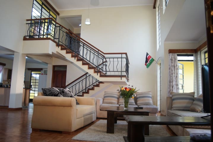 H-PRIVATE ROOM IN DUPLEX PENTHOUSE - Nairobi