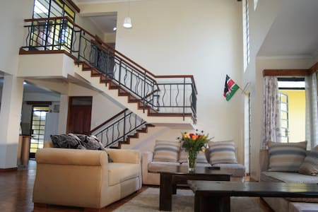H-PRIVATE ROOM IN DUPLEX PENTHOUSE - Nairobi - Kondominium