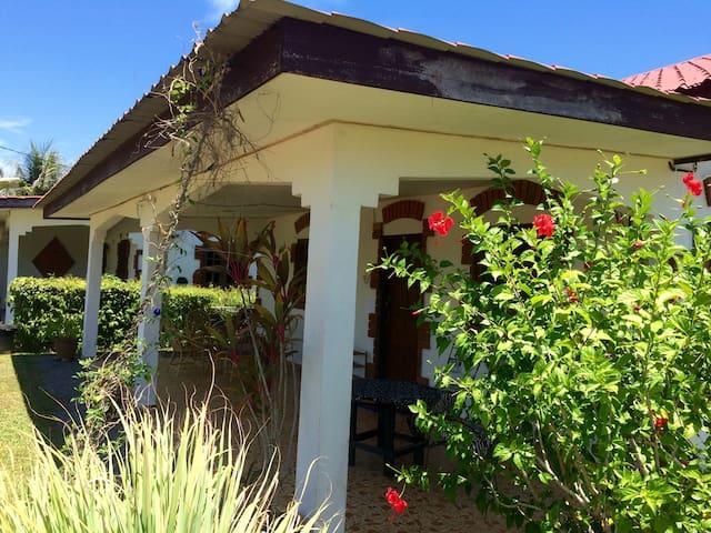 Lovely Garden Villa 1 - Space, Garden, Long Lets