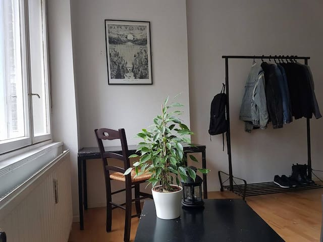 Big and sunny room in the heart of Friedrichshain