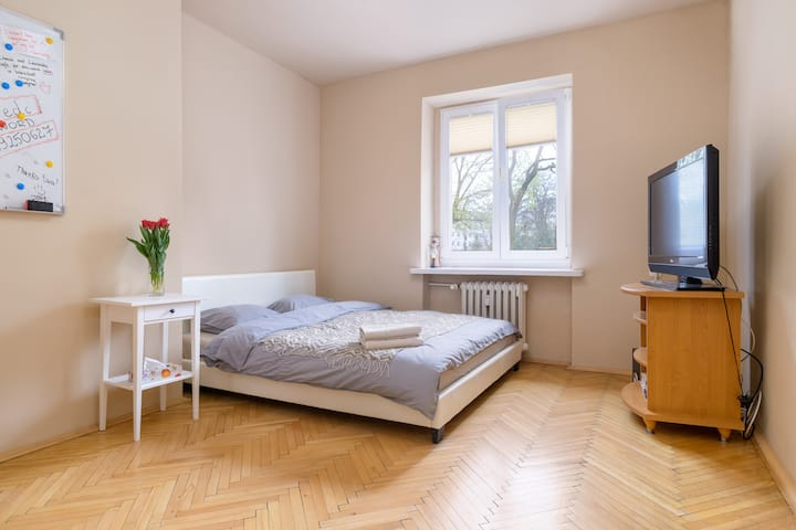 Cosy apartment in Poznan 3min to Old Town +parking