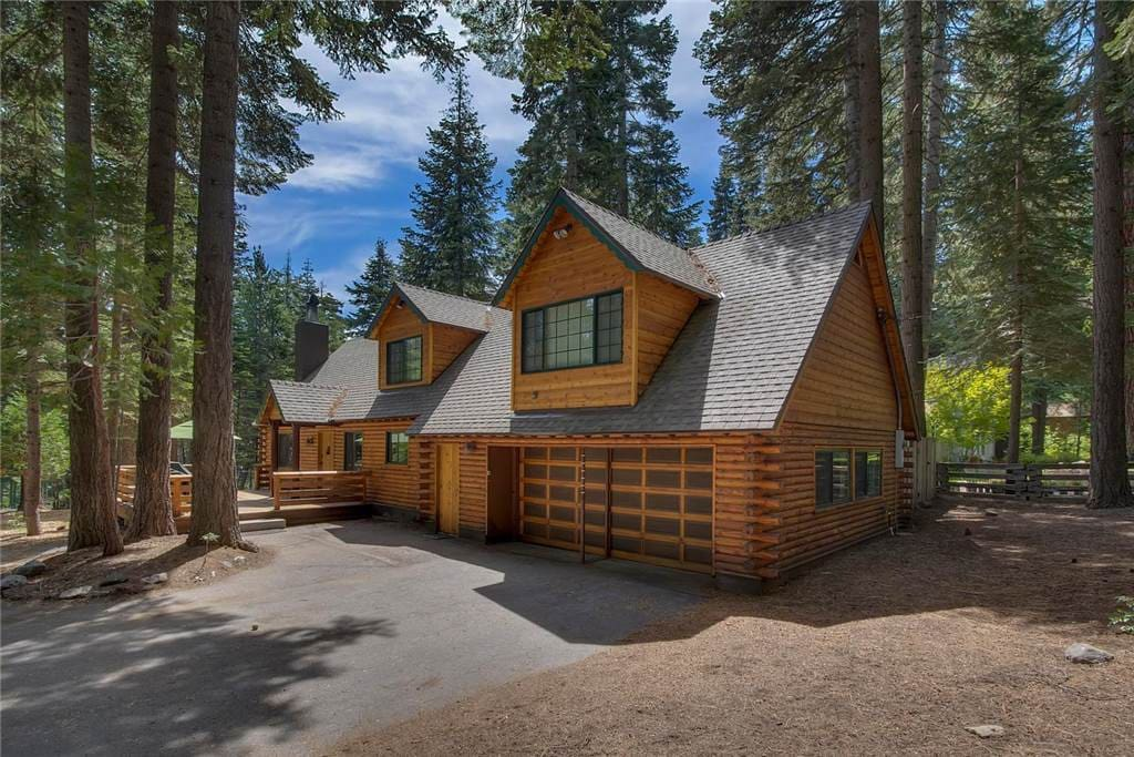 Sequoia ranch log cabin houses for rent in tahoe city for Rent a cabin in lake tahoe ca
