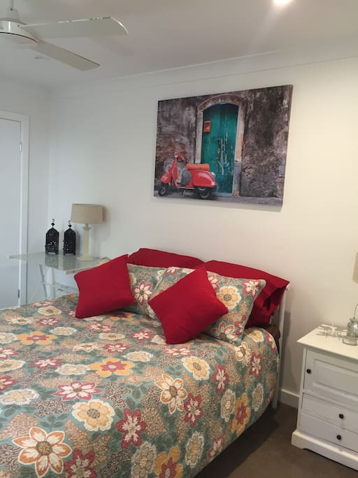 Spacious room with Queen bed.