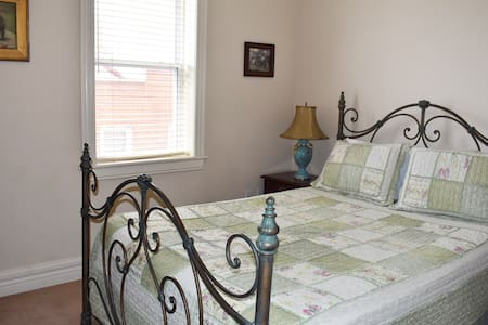 Hermann Crown Suite, Katy Trail Suite: Spacious queen-size bed suite with kitchenette and private bathroom.