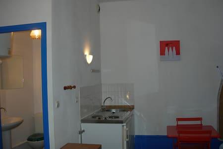 Beau studio centre petite ville - Condrieu - Rumah