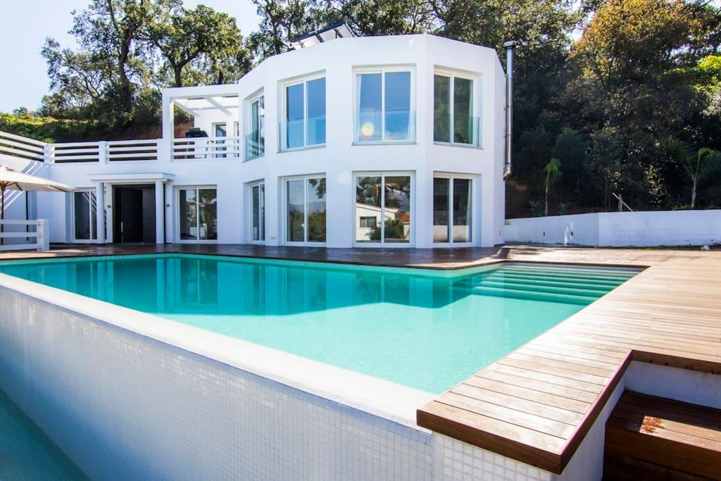 big modern villa in an oak forest villen zur miete in ojen andalusien spanien. Black Bedroom Furniture Sets. Home Design Ideas