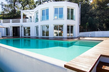 Big modern villa, in an oak forest. HEATED POOL.