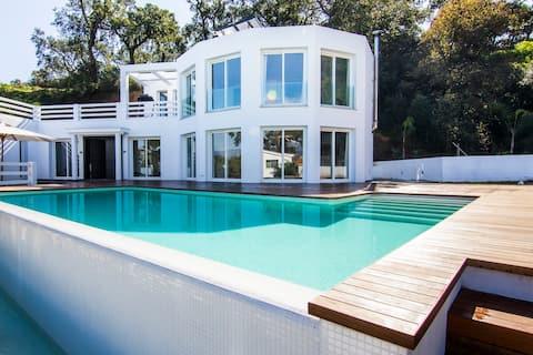 Big modern villa, in an oak forest. HEATED POOL.