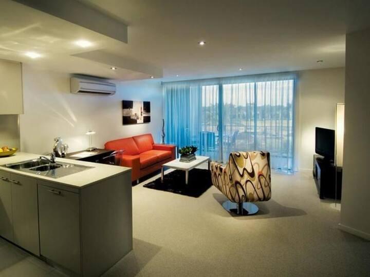 Luxurious 2 Bedroom Ensuite with Resort Amenities