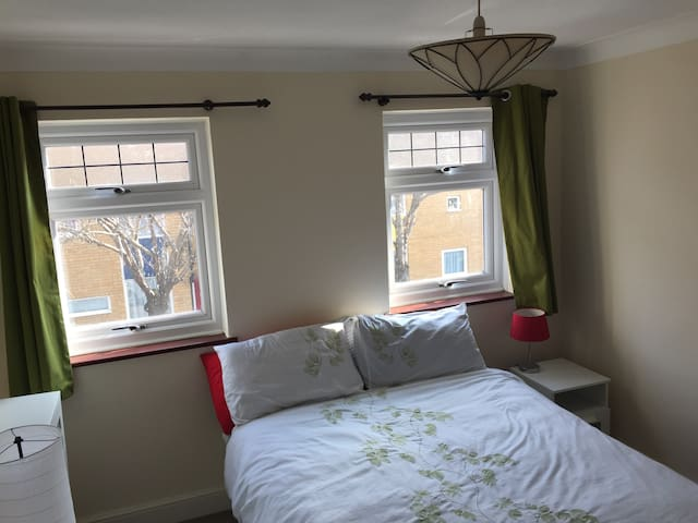 Single bed | Quiet Street | 25 mins Oxford Circus