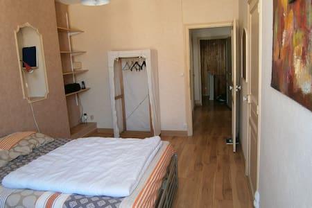 chambre privée vieille ville - Toul - Huis