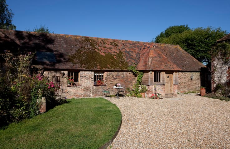 Rural Sussex self-catering cottage, in Streat