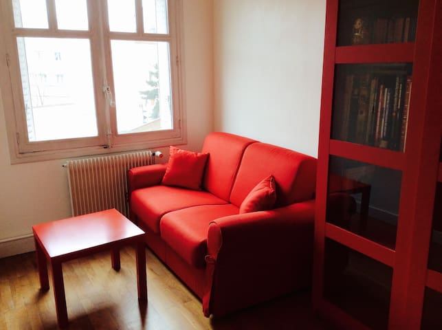 Red room / chambre rouge - Lyon