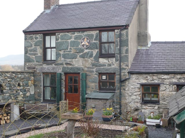 Traditional Welsh Stone Cottage  - Penisa'r Waun - Ev