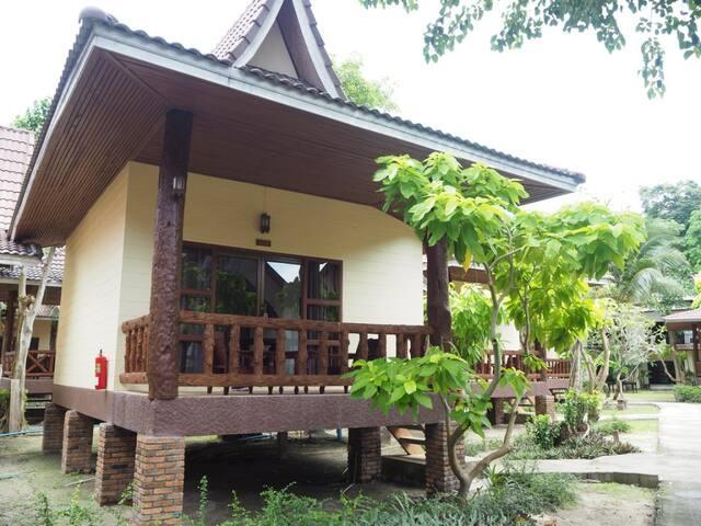 Serene Deluxe Villa - Few Steps from Beach