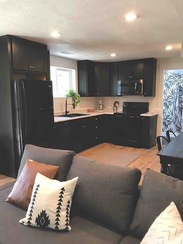 Cute Orem Apartment, Great Canyon Location