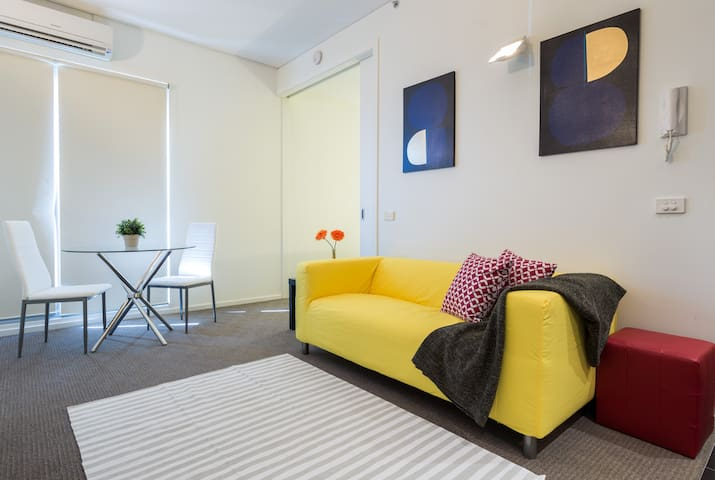 YESSIE COBURG | Cute 1 BR apartment | Free Wifi