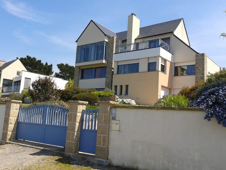 ERQUY villa avec vue sur mer et piscine couverte