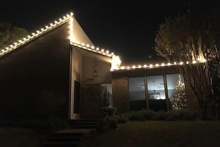 Perfect Dallas location! - ดัลลัส - บ้าน