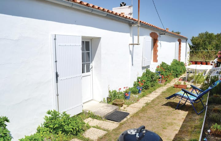 Awesome home in St. Hilaire de Riez with 2 Bedrooms