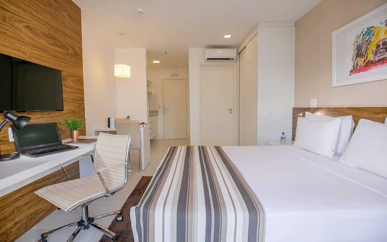 LINDO FLAT EM HOTEL DE BRASÍLIA ÁREA CENTRAL V1118