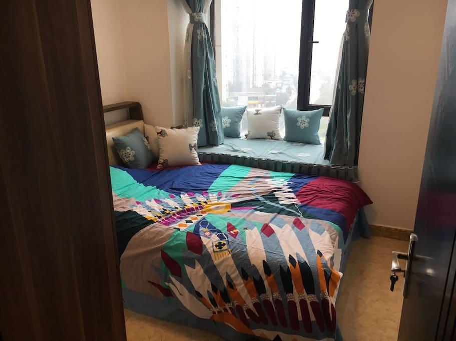 留给客人的卧室,舒适双人床