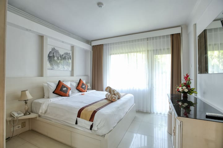 Apartment 6210