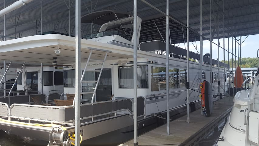 Houseboat on Lake Monroe