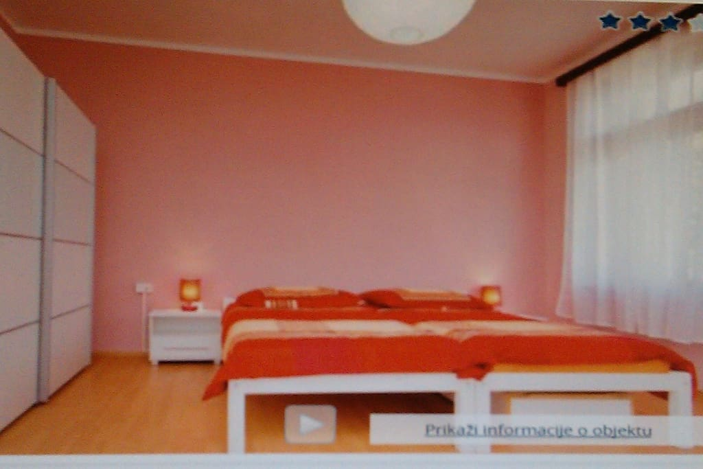 3 bed room (20m2) with sea view, SatTv+climate