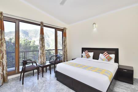 OYO - Tranquil 3BHK Villa in Kumarhatti - Marked Down