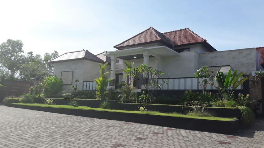 Big villa minute away from d beach - Uluwatu - Casa