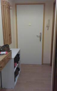 Schönes Und möbliertes Zimmer- Wohnung. - Berlin - Apartment