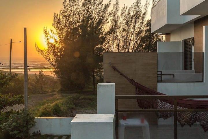 Apto. n° 10 em frente ao mar Praia Real - Torres