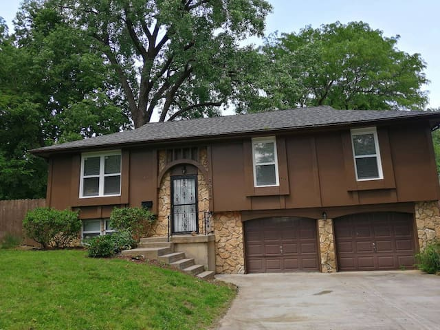3 Bed 2 Bath Newly Remodeled Home