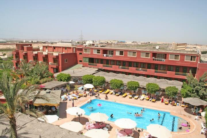Adham Compound Hotel and Rentals - Qism Moharram Bek - Bed & Breakfast