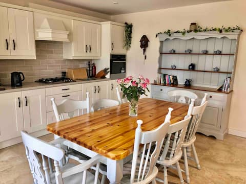 Cosy 3 bedroom 'Home away from Home'! near Ennis