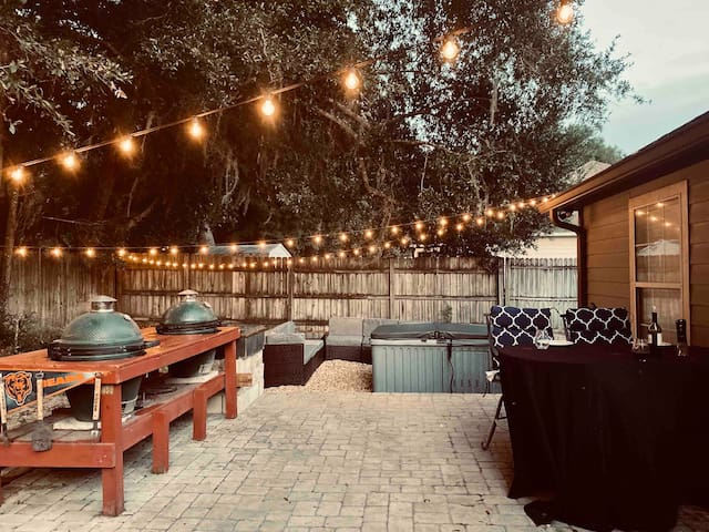 Gatorland's one and only Bed & BBQ (King Bed)