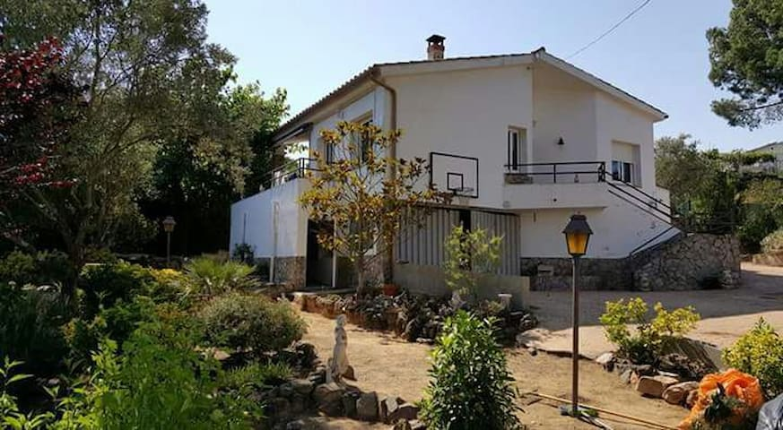 Casa con piscina a 15' de la playa - Montbarbat - Talo