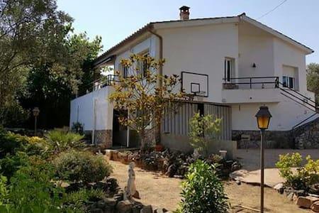 Casa con piscina a 15' de la playa - Montbarbat