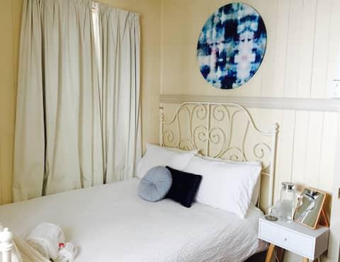 Petrie Cottage - Bed & Breakfast