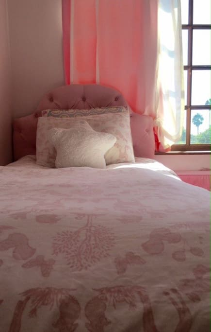 Single bed - girls room
