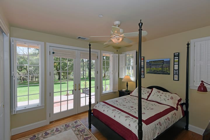 Petite Sirah Suite - Ground level facing creek & sunrise.  Queen poster bed.  French doors to veranda.  Private bathroom with tub/shower.
