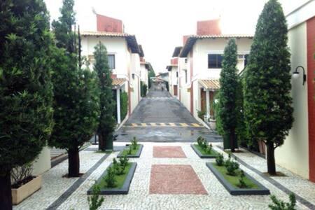 Casa de condomínio fechado - Goiânia - Casa
