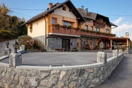 Tourist farm Škrbina app1 - Šmarješke Toplice - Hus
